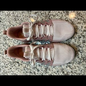 Women's 9 1/2 Fusion Flexweave Cage shoes